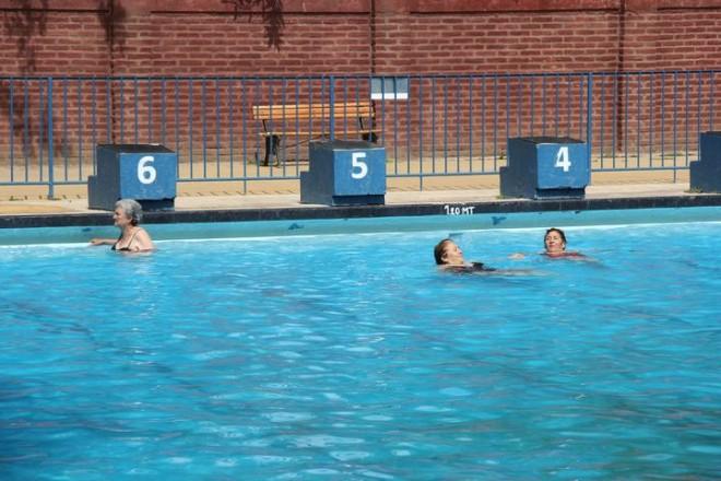 Paseo a la piscina talleres de manualidades ilustre - Piscina san vicente ...