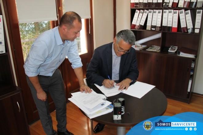 Alcalde jaime gonz lez firma convenio con serviu ilustre for Convenio oficinas tecnicas