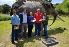 Museo Nacional de Historia Natural hizo entrega al Museo Escolar Laguna Tagua Tagua, una replica de Gonfoterio