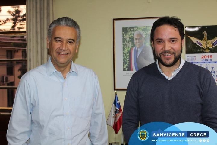 ALCALDE JAIME GONZÁLEZ RECIBE A DIRECTOR REGIONAL DE FOSIS