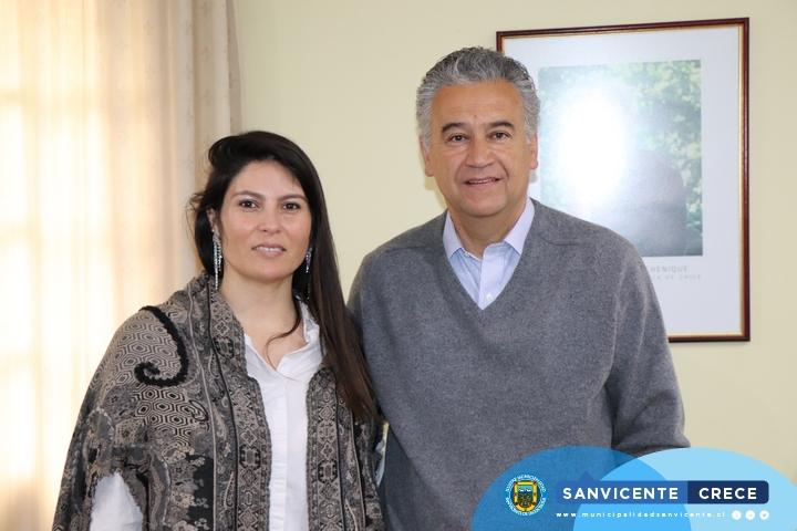 ALCALDE JAIME GONZÁLEZ RECIBE A DIRECTORA REGIONAL DE SERNAMEG POR FUTURO CENTRO DE LA MUJER EN SAN VICENTE