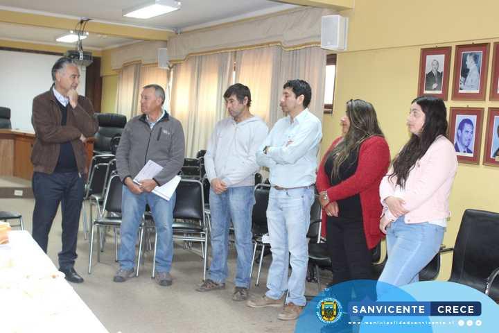 ALCALDE JAIME GONZÁLEZ HACE ENTREGA DE FONDEDE A INSITTUCIONES BENEFICIADAS