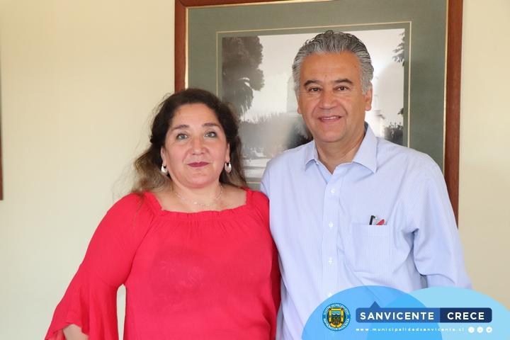 ALCALDE JAIME GONZÁLEZ RECIBE A LA PDTA DE LA AGRUPACIÓN GUATITA DE DELANTAL