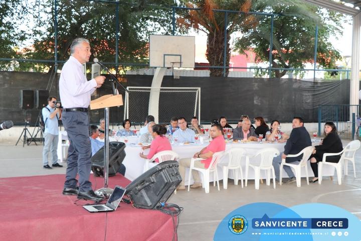 CEREMONIA DE ENTREGA DE SERVICIOS HIGIÉNICOS PARA FERIA DE LAS PULGAS SAN VICENTE