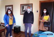 MUNICIPIO, SEREMI MINVU Y SERVIU FIRMAN CONVENIOS PARA IR EN APOYO DE CUATRO FAMILIAS SANVICENTANAS